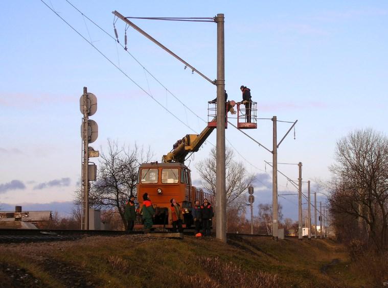 Техника безопасности при эксплуатации машин для выполнения работ по электрификации железных дорог